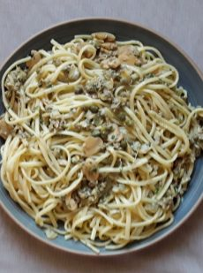 linguine with clams and mushrooms